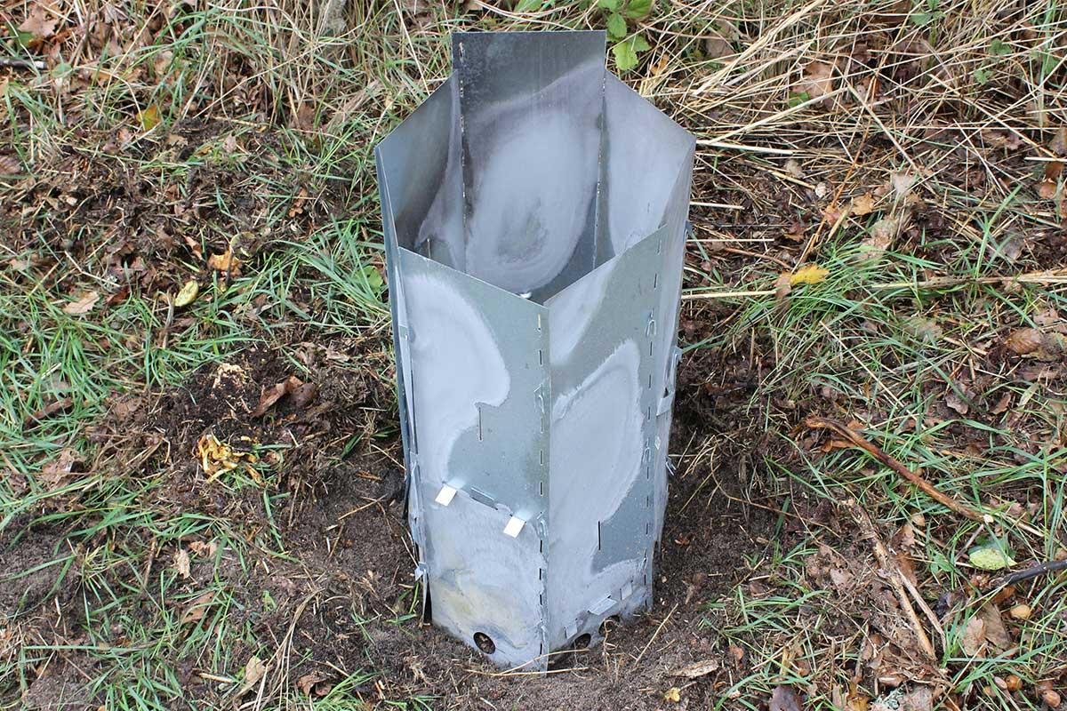 Elda upp stubbar Referensstubben nr 1 är en liten stubbe med djupt liggande rötter där stubbskorstenen har anpassats och placerats över stubben