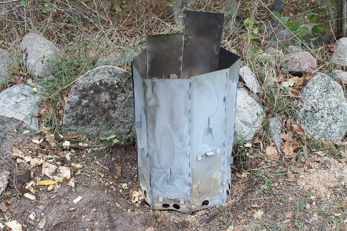 Elda upp stubbar Referensstubben nr 3 Stubbe vid stenmur där stubbskorstenen har anpassats och placerats över stubben