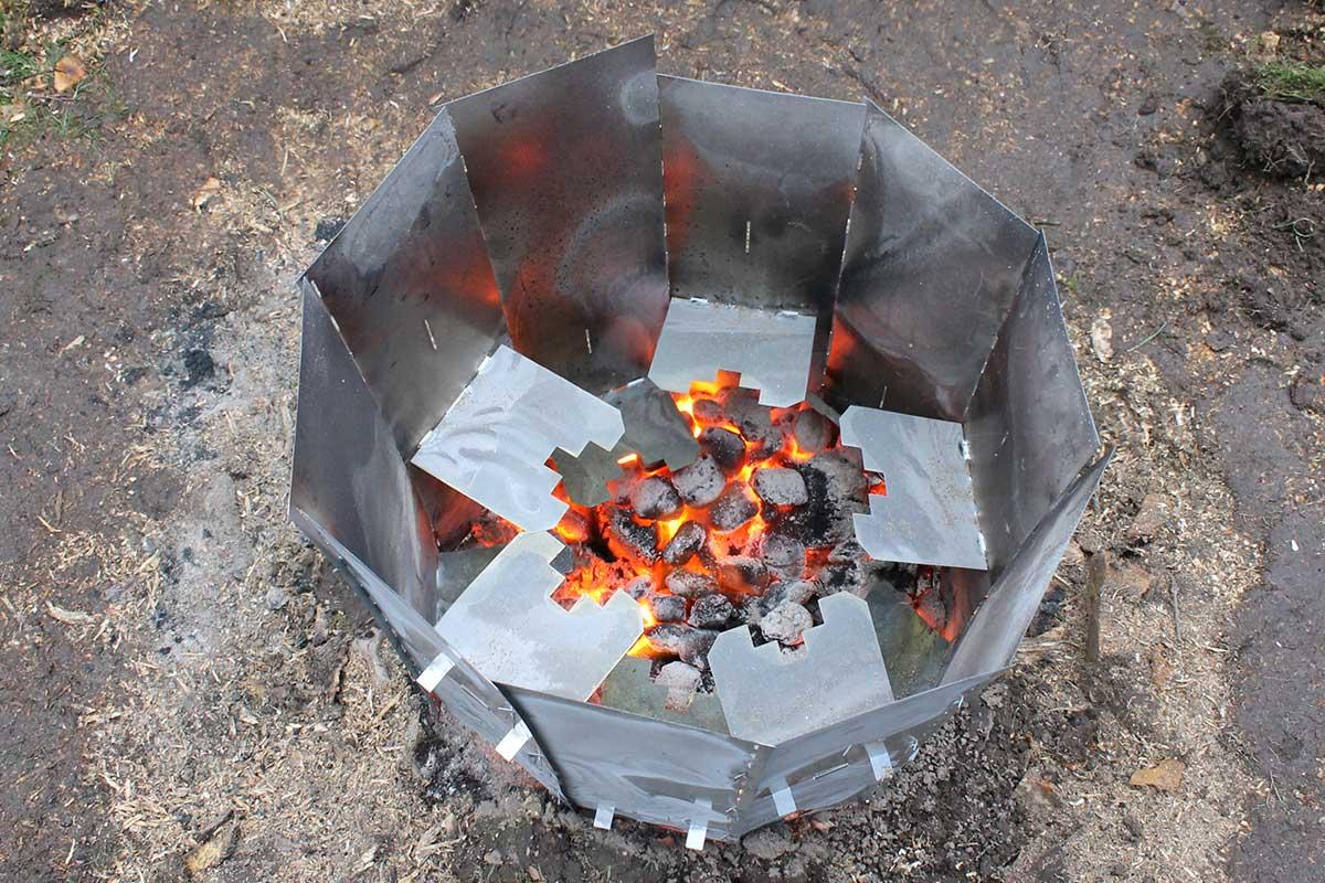 Elda upp stubbar Referensstubbe 5 Stor stubbe med ytliga rötter som eldas upp i två omgångar där briketter brinner i omgång 2