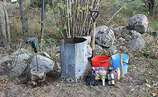 Vad som behövs för att ta bort en stubbar med en Stubbskorsten spade grillbriketter tändvätska