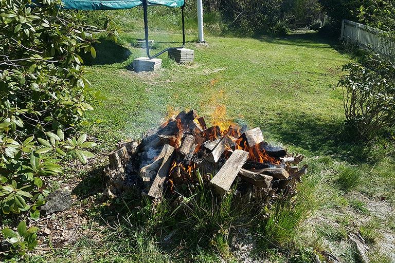 Elda upp en stubbe